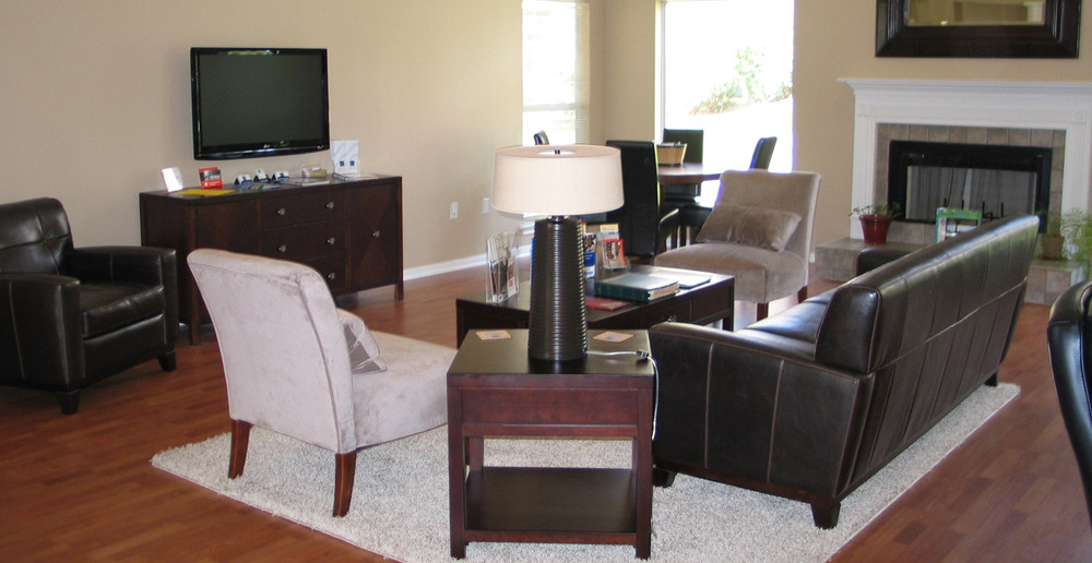 Resident lounge at the apartments in mustang