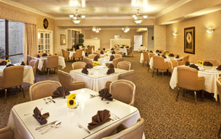Pasadena Assisted Living with comforting dining rooms