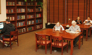 Residents library senior living northlake