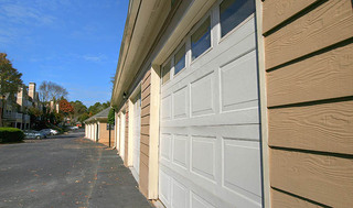 Garages at luxury apartments in briarcliff