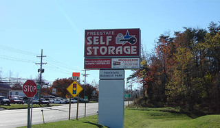Laurel self storage sign