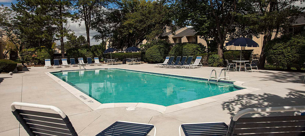 Apartments pool in west bloomfield