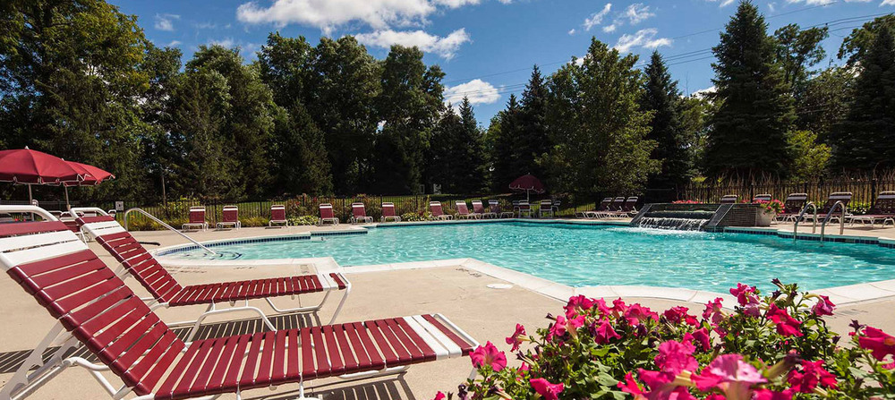 Peaceful pool apartments in commerce township