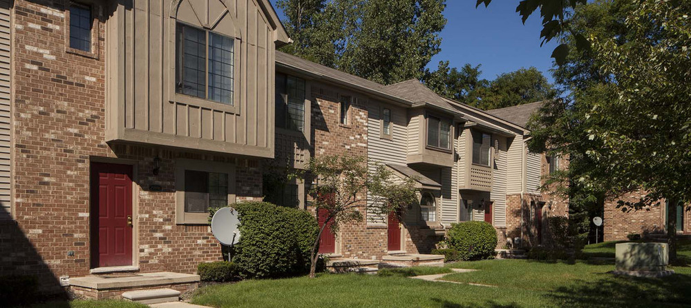 Front view novi michigan apartments