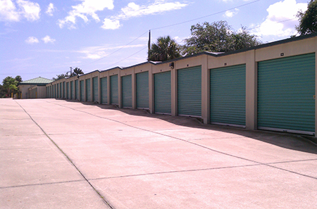 Edgewater self storage units aisle