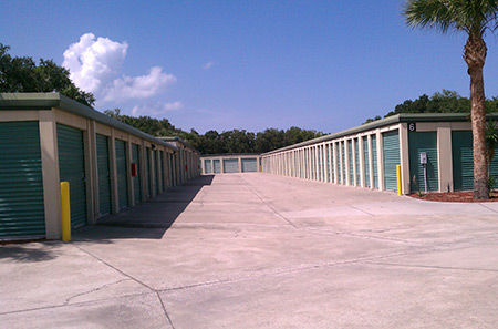 New smyrna beach self storage outdoor aisle