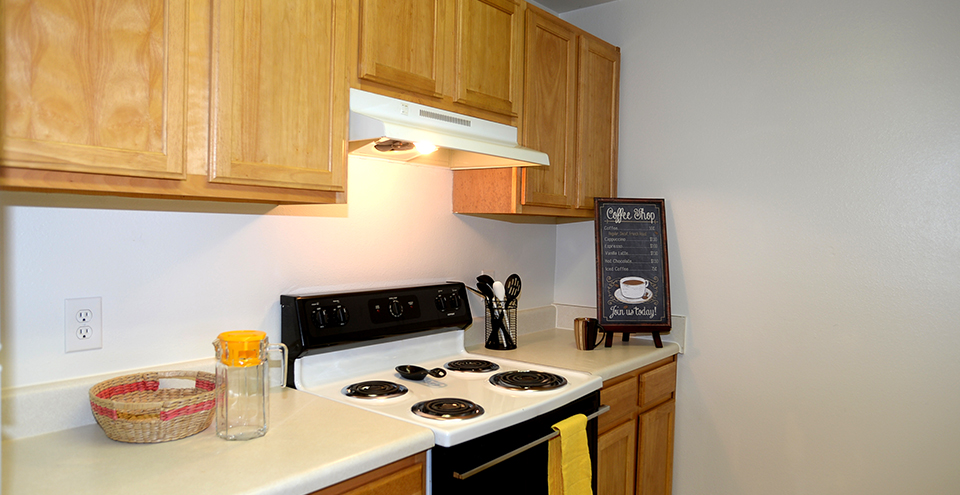 Kitchen at creekpointe apartments in midlothian va