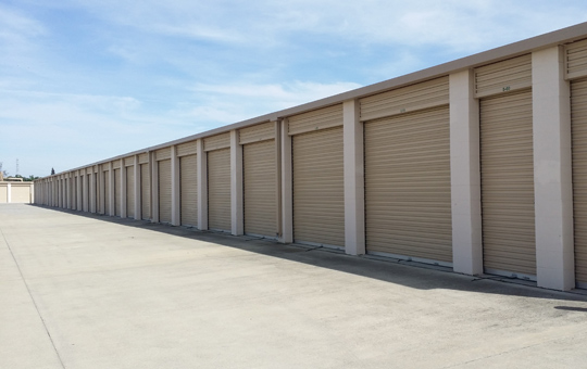 Wide driveways at self storage location in Elk Grove