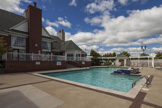 West bloomfield apartments offer activity area