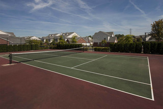 Rochester hills apartments offers tennis courts