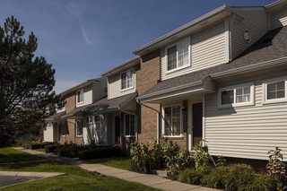 Front exterior apartments rochester hills
