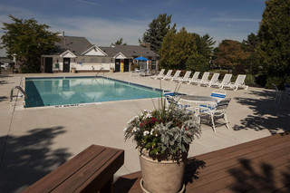 Pool at rochester hills apartments