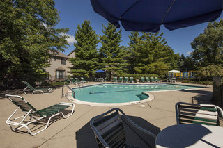 Deck swimming pool novi apartments