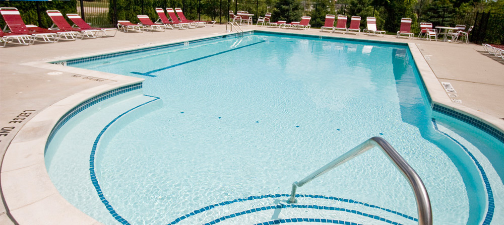 Pool novi brownstones apartments