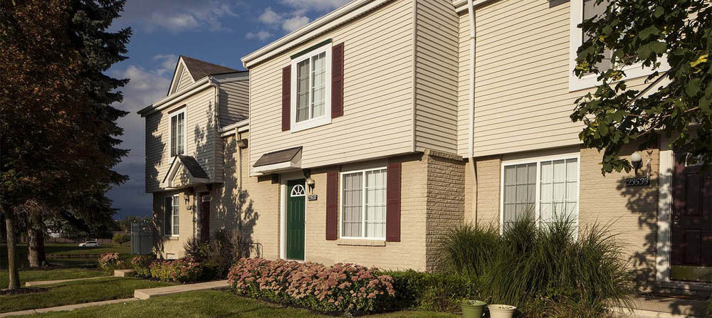 Large novi michigan apartment homes