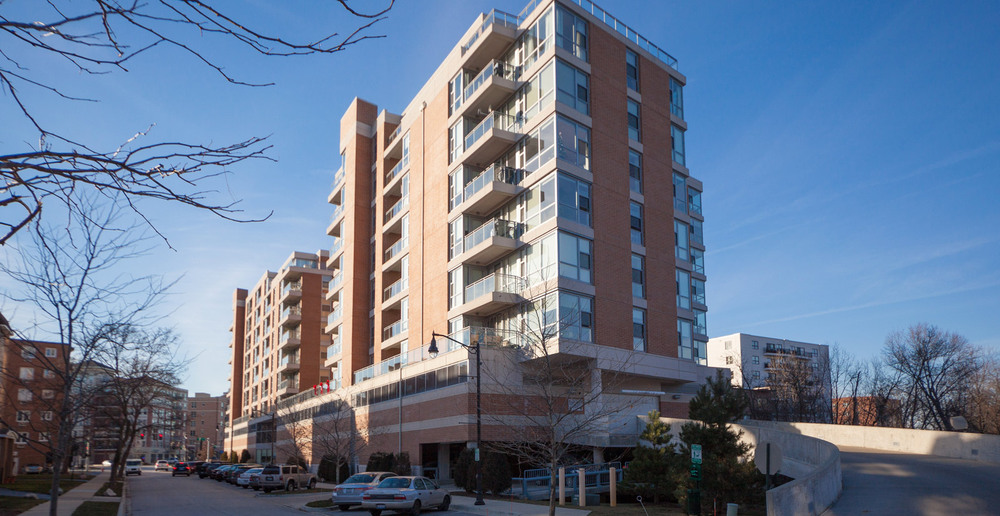 Des Plaines apartments are modern high rise style