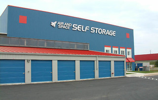 Chantilly self storage building exterior
