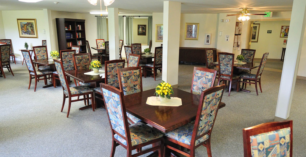 Kirkland senior living dining room