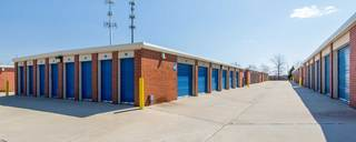 Self storage in olathe has large driveways
