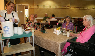 Residents dining at senior living in Redmond WA