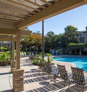 Simi Valley apartments swimming pool