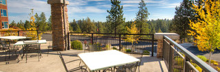 Outdoor dining area at senior living in bend oregon