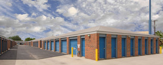 Convenient drive up self storage in san antonio