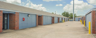 Self storage in houston wide driveways