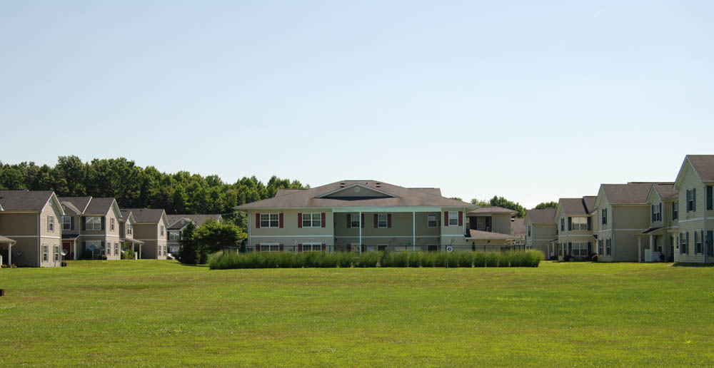 Apartment with lawn elkton
