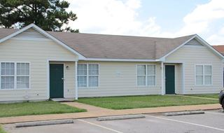 Exterior view of apartments in Fayetteville-