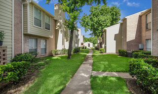 Apartments in houston with manicured lawns