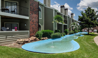 Apartment community in houston with water feature