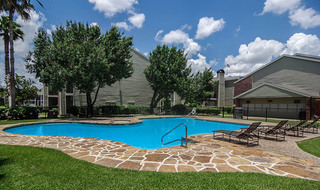 Houston apartment community pool