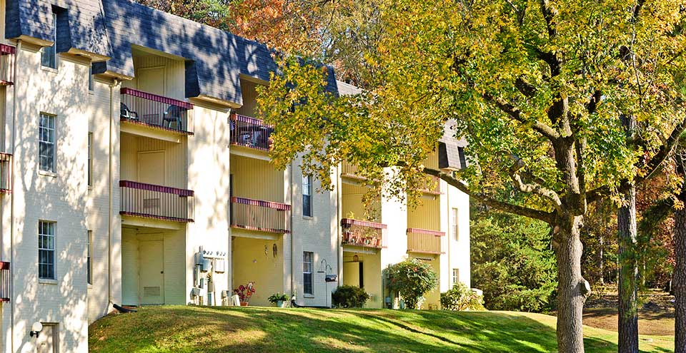 Balconies overlooking beautiful tree lined landscaping in bonair air neighborhood richmond va