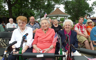 Senior living in Sewell has residents enjoying the sunshine