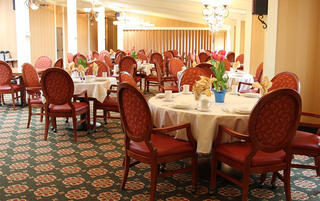 Sewell senior living have bright dining rooms