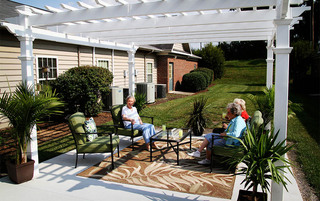 Residents enjoying the outside sun in Lynchburg senior living