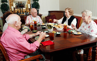 Residents enjoying wonderful food in Lynchburg senior living