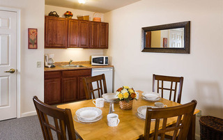 Modern dining room in Reading senior living