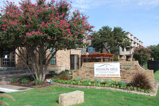 Elegant front entrance at apartments in Fort Worth