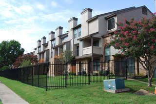 Well landscaped yards in Fort Worth apartments