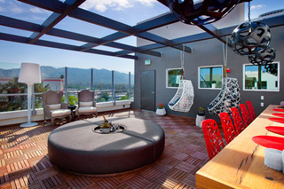 8 glendale outdoor sitting area at the apartments