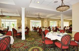 Dining room at senior living in lakeland