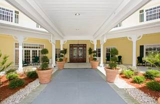 Lakeland senior living entrance
