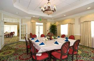 Senior living in lakeland dining room