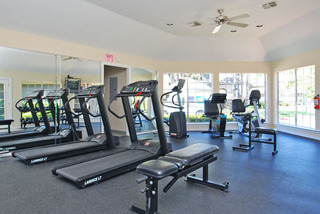Fitness center houston apartments