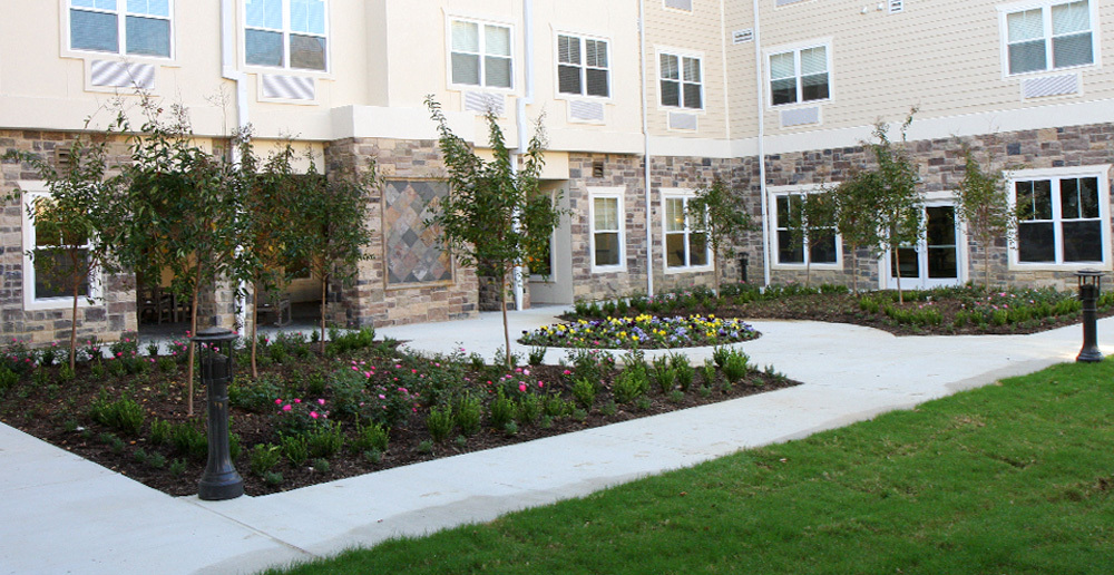 Assisted living in irving texas courtyard 1