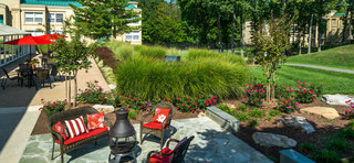 Outdoor patio herndon apartments