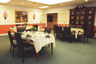 Senior living interior dining in manchester center