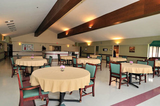 Dining at walton manor health care